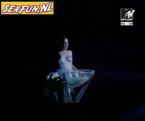 via mtv siaran super stiptease bertindak